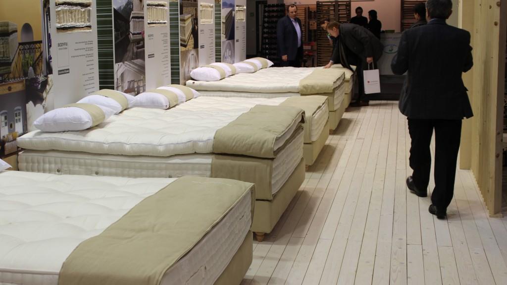 Candia Strom: Bettenreihe