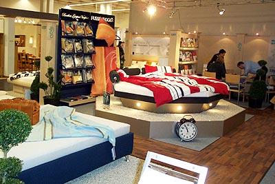 in den eigenen vier w nden auf dem wasserbett probeliegen. Black Bedroom Furniture Sets. Home Design Ideas