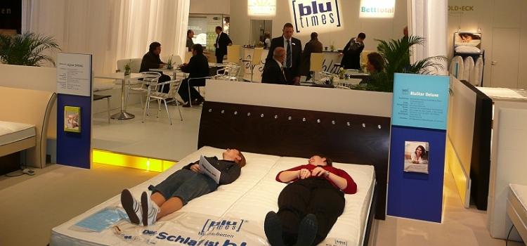 schlafen f r bergewichtige. Black Bedroom Furniture Sets. Home Design Ideas